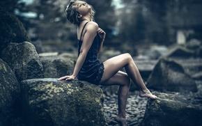 Picture girl, stones, legs, Magnus Brynestam