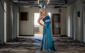 Picture light, fashion, dress, model, abandoned, corridor