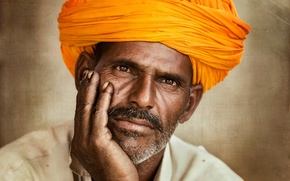 Picture man, turban, direct gaze