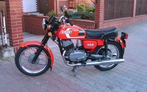 Picture motorcycle, paving slabs, Yard, red., FS-350