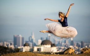 Picture the city, jump, dress, ballerina, in the background, Pointe shoes, Beautiful ballet