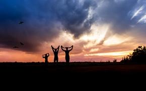Picture summer, sunset, the contours, little men