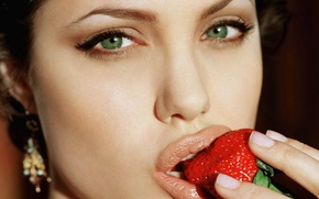 Picture Pretty, Angelina, Strawberry, Eyes, Eating