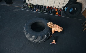 Picture muscles, back, workout, crossfit, giant tire