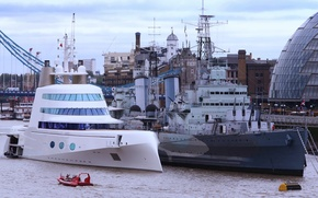 """Picture London, Thames, mega yacht """"a"""", the cruiser """"Belfast"""""""