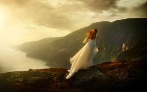 Picture girl, light, rocks, dress, on the edge.escape