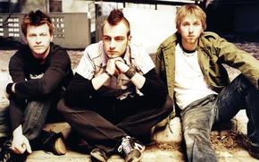 Picture guys, sitting, Adam Gontier, Three Dace Grace, Brad Walst, Neil Sanderson