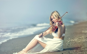 Picture shore, violinist, Kery Rut Garcia