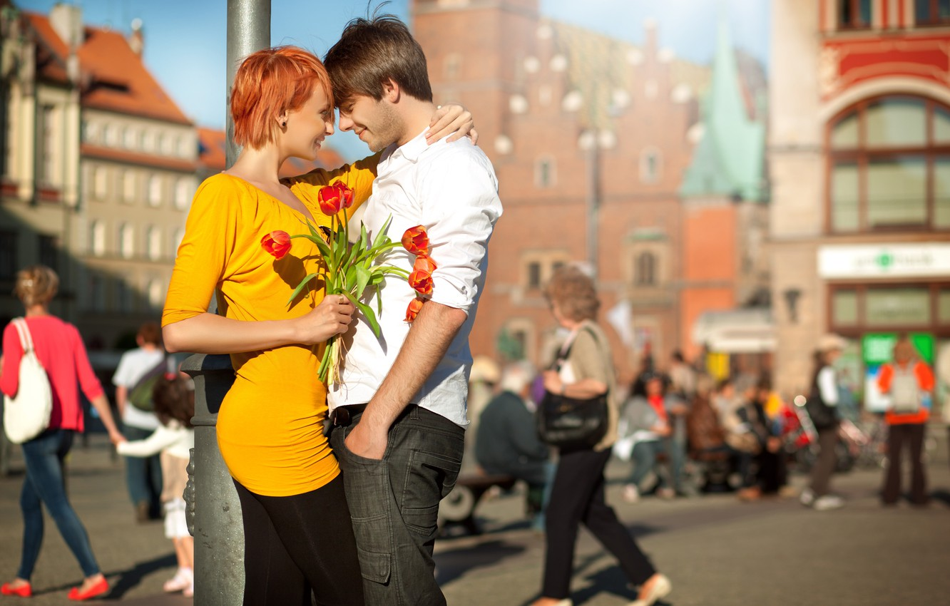 Photo wallpaper girl, joy, flowers, the city, laughter, pair, tulips, red, guy