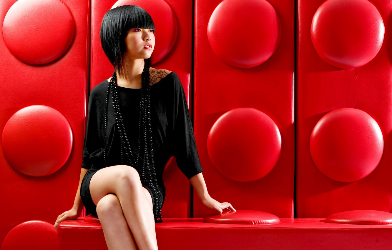 Photo wallpaper girl, model, necklace, figure, slim, dress, black, hairstyle, long, attractive, Tessa, short, Tessa, beads