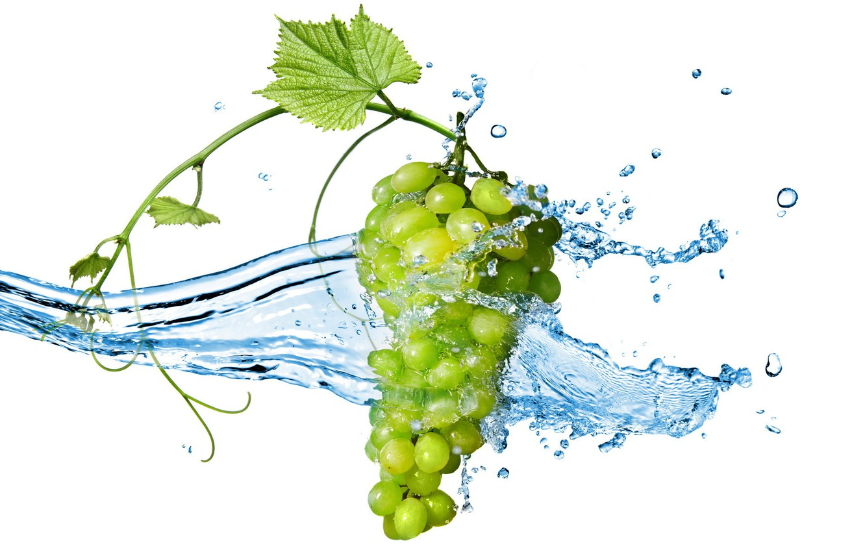 Photo wallpaper berries, bunch, Grapes, water splashes