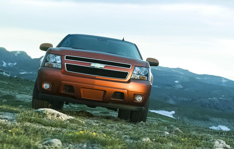 Photo wallpaper Chevrolet, Orange, Sky, Grass, Green, Front, Saw, 4x4, 2007, Mountains, Road, Rocks, Field, Avalanche, LTZ, …