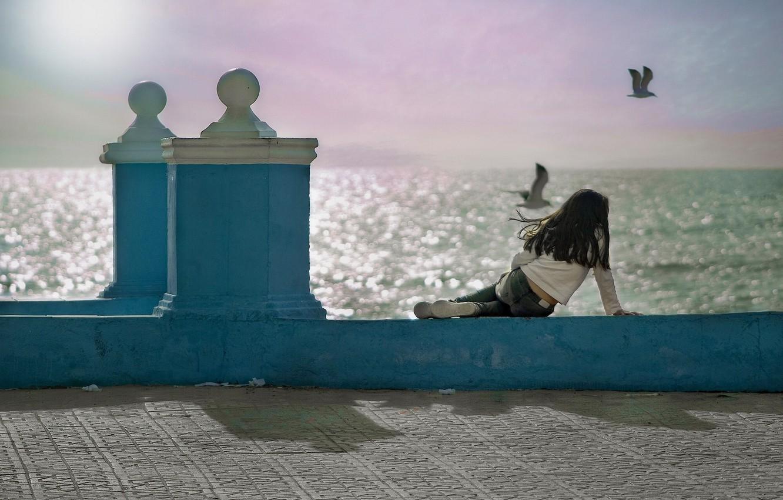 Photo wallpaper birds, the ocean, seagulls, girl, Spain, promenade, Spain, Andalusia, Andalusia, Cadiz Bay, Gulf of Cadiz, …