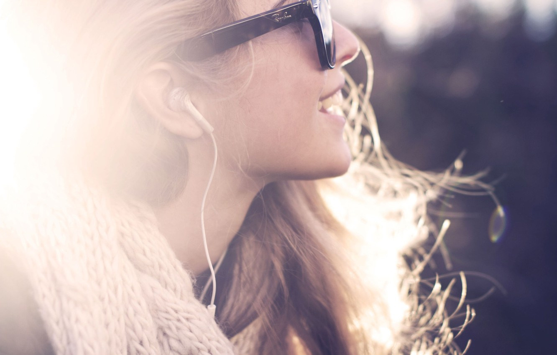 Photo wallpaper girl, the sun, rays, light, smile, music, mood, headphones, scarf