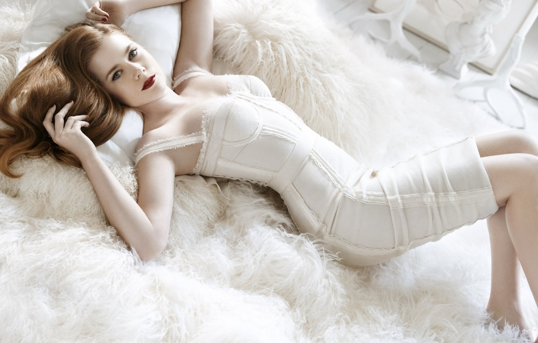 Photo wallpaper girl, pose, white, hair, hands, makeup, dress, lies, fur, red lips, Amy Adams