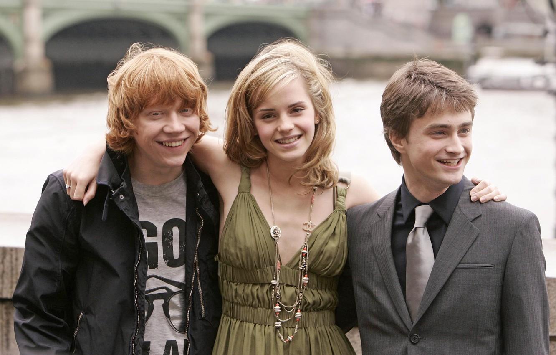 Photo wallpaper bridge, celebrity, London, Thames, Harry Potter, Emma Watson, Emma Watson, promenade, Daniel Radcliffe, Rupert Grint, …
