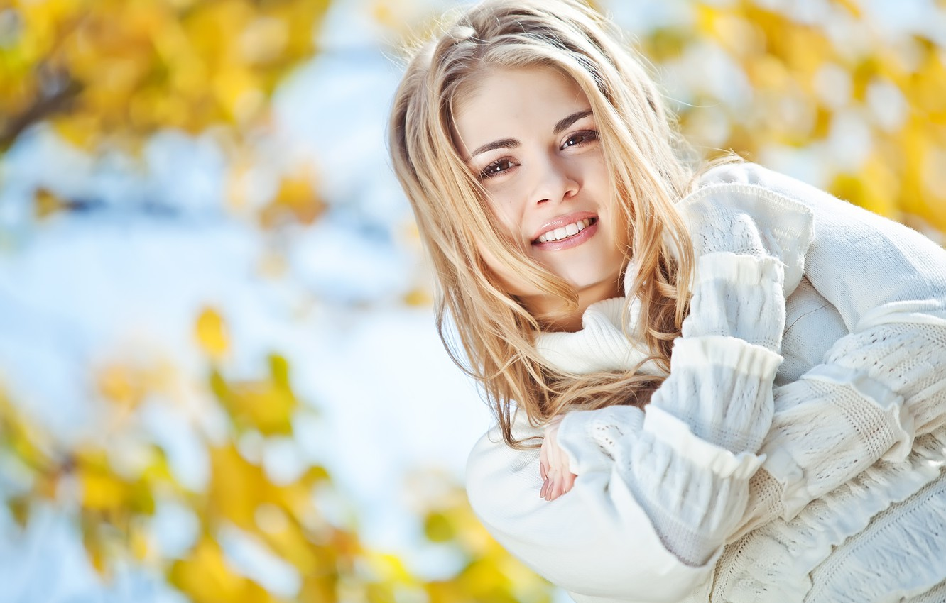 Photo wallpaper autumn, girl, face, smile, mood, blonde, beautiful, time of the year