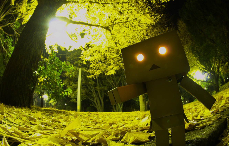 Photo wallpaper eyes, light, trees, Park, foliage, horror, robot, danbo, Danboard, box, toy