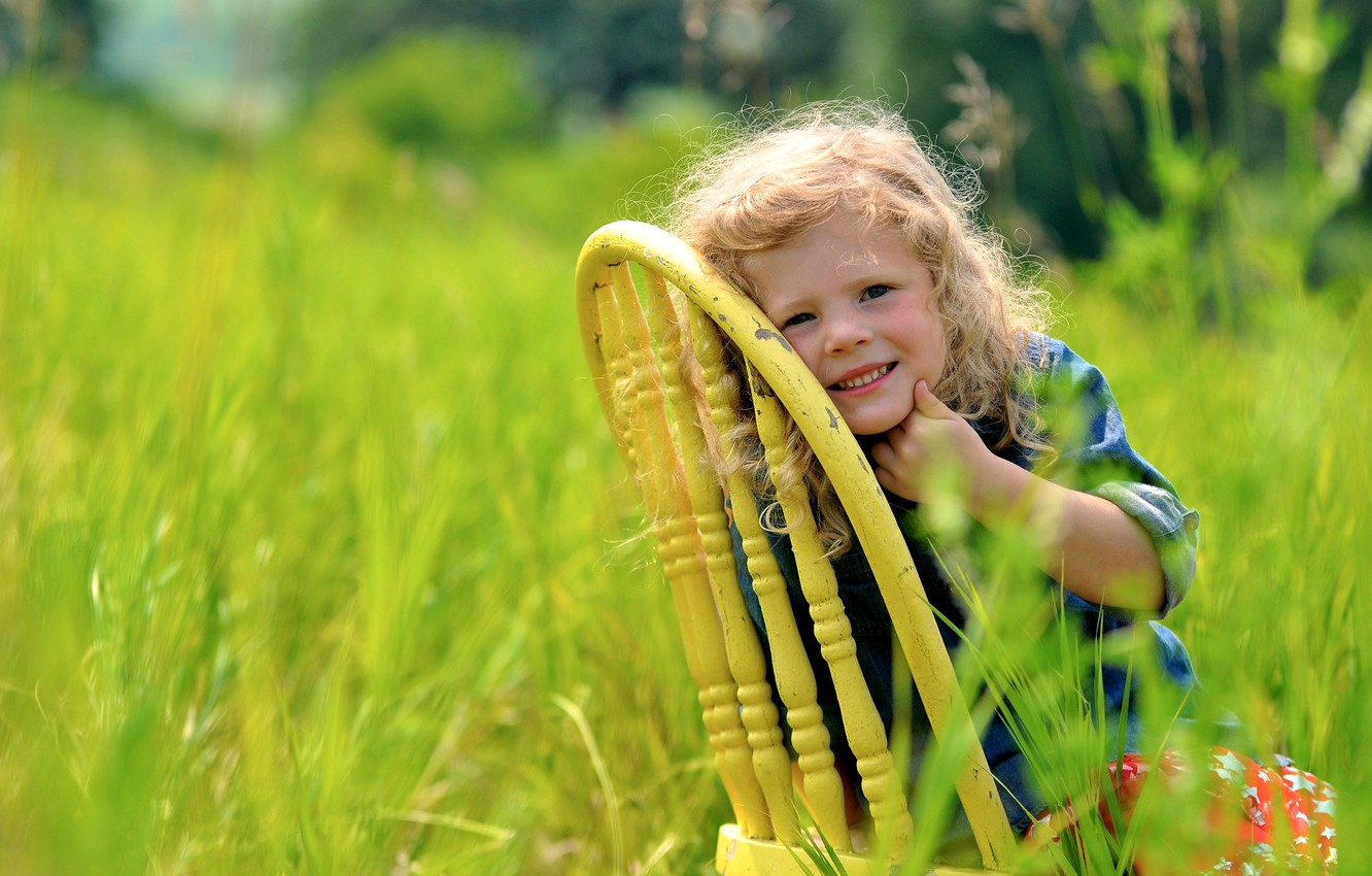 Photo wallpaper greens, grass, nature, smile, chair, girl, child