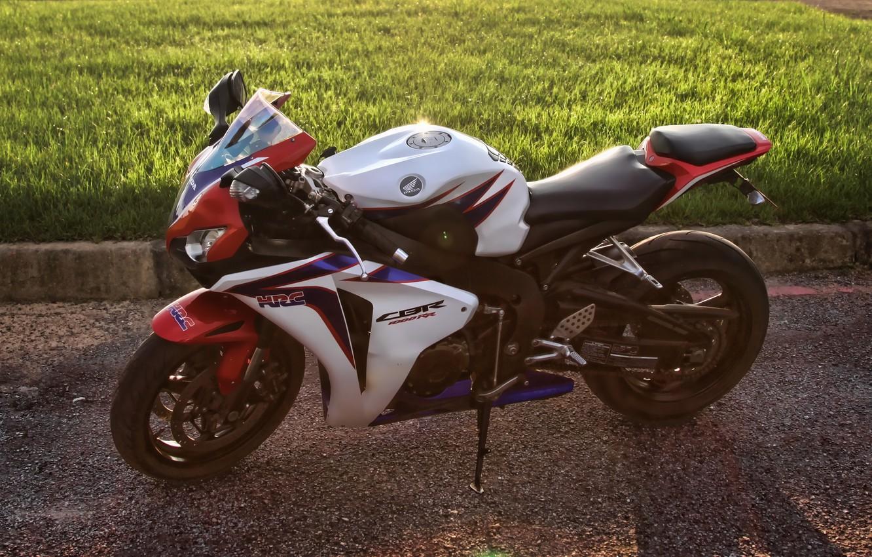 Photo wallpaper white, grass, lawn, shadow, white, honda, side view, bike, Honda, supersport, cbr1000rr, sibiar