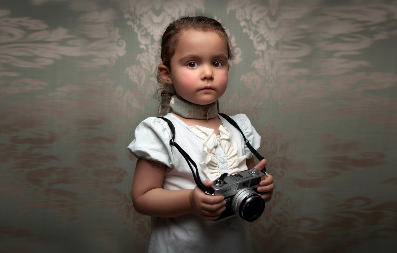 Photo wallpaper portrait, blur, the camera, girl, Retro Child