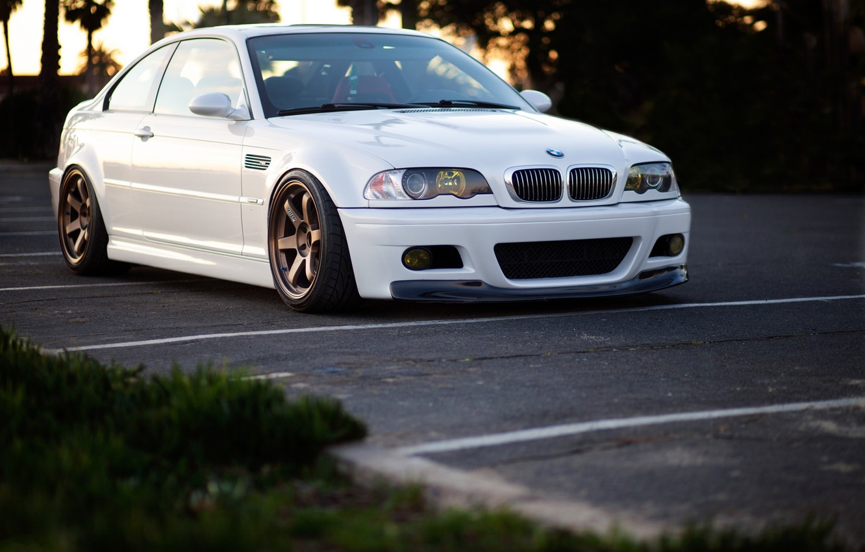 Photo wallpaper white, grass, lawn, bmw, BMW, wolf, white, wheels, drives, parking, people, e46, Rakovka