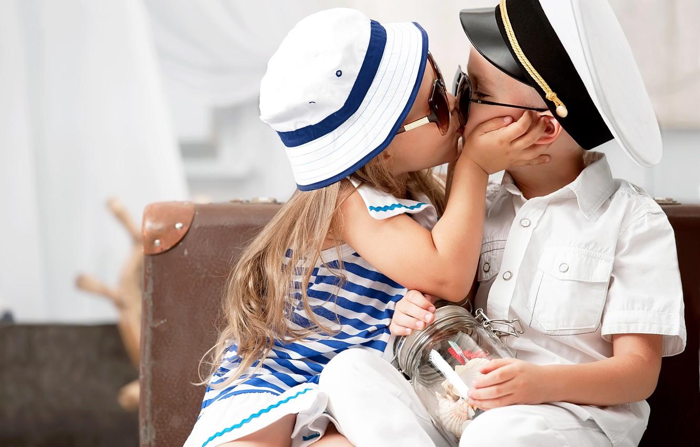 Photo wallpaper children, tenderness, kiss, hat, boy, glasses, girl, girl, friends, kiss, boy, friends, children