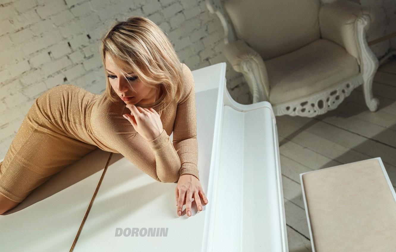 Photo wallpaper white, girl, pose, room, wall, brick, chair, makeup, figure, dress, piano, blonde, piano, photographer, Denis …