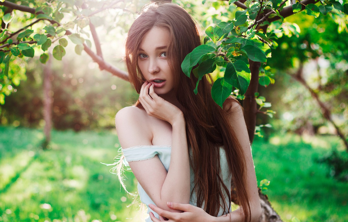 Photo wallpaper summer, look, girl, joy, branches, face, green, model, portrait, Mike, touch, brown hair, handle, beautiful, …