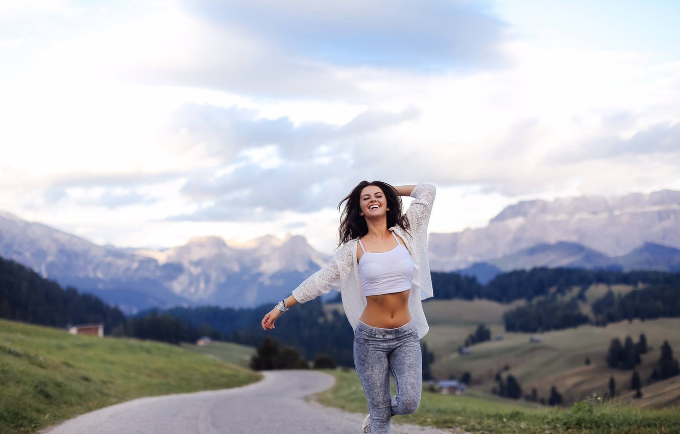 Photo wallpaper girl, happiness, mountains, sweetheart, clothing, laughter, hands, valley, brunette, track, fun, beauty, gait, hills, Aurela …
