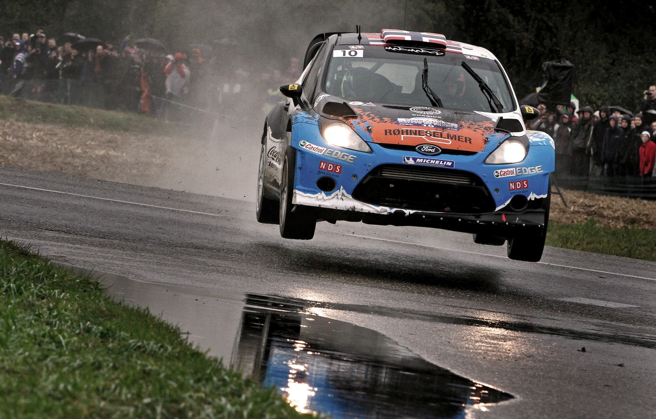 Photo wallpaper Ford, Reflection, Road, Machine, Ford, WRC, Rally, Fiesta, Fans, Wet