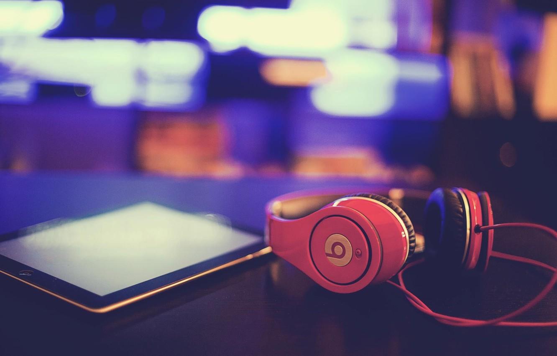 Photo wallpaper macro, headphones, tablet, beats by dre