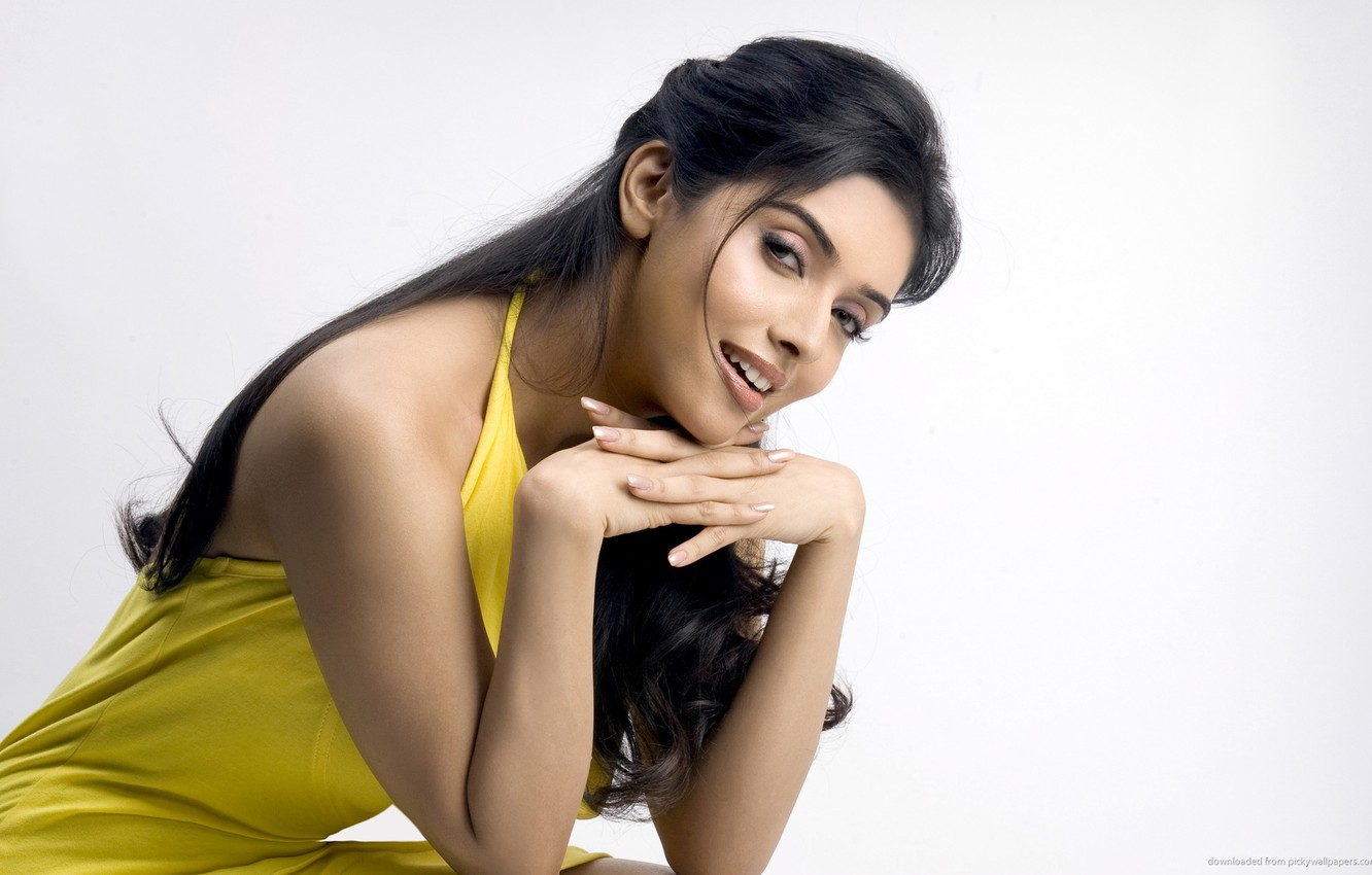Photo wallpaper smile, actress, girl, sexy, eyes, smile, lips, face, hair, look, hand, nails, Asin Thottumkal, yellow …