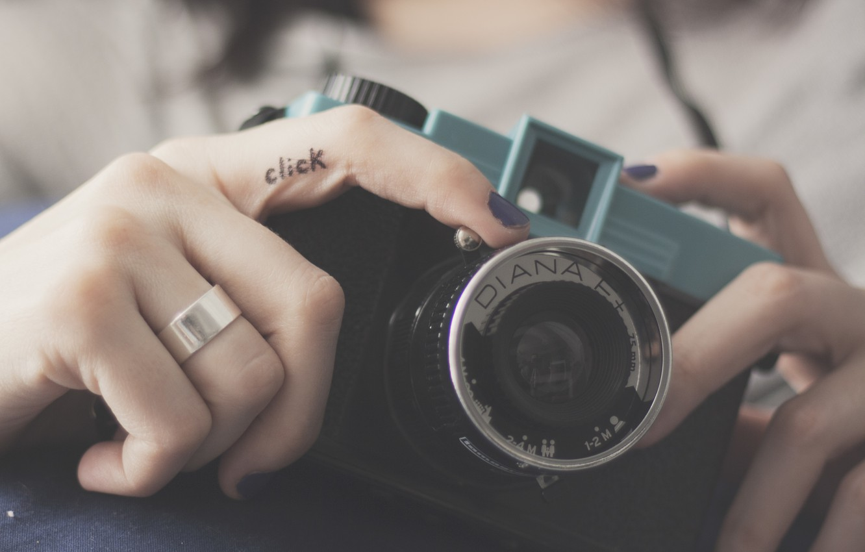 Photo wallpaper camera, the camera, lens, fingers