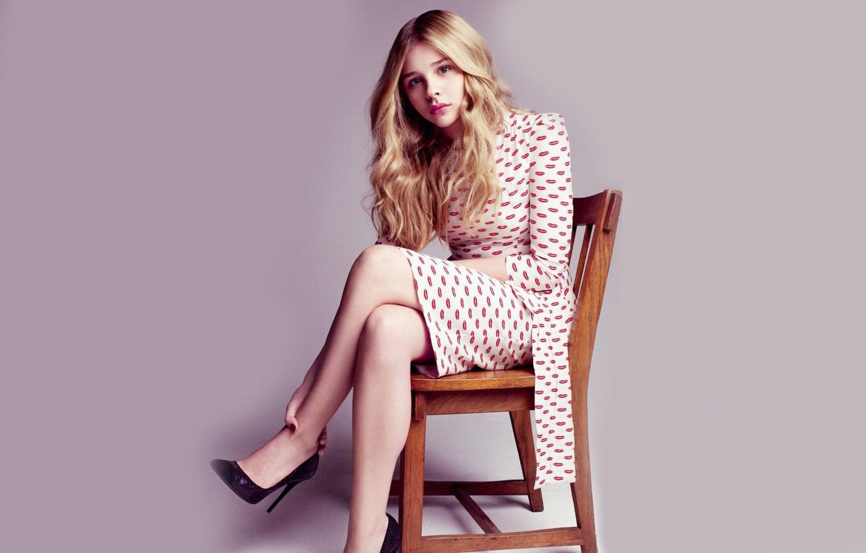 Photo wallpaper girl, actress, chair, girl, beautiful, sitting, wallpapers, Chloe Grace Moretz, Chloë Grace Moretz