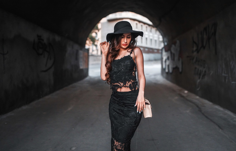 Photo wallpaper girl, labels, mesh, patterns, graffiti, model, skirt, hat, Mike, the transition, handbag, red, beautiful, black, …