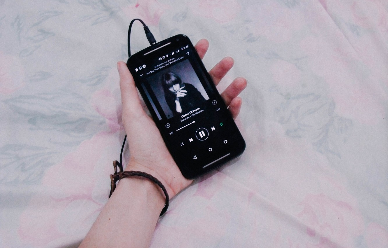 Photo wallpaper music, bed, player, hand, Samsung, bracelet, The Machine, cell phone, Fiorence, WhatsApp, Queen of Peace