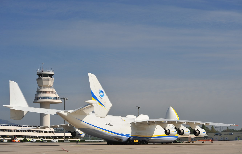 Photo wallpaper The an-225, Antonov design Bureau, at the airport, the product 402, Mriya, or Dream, NATO …