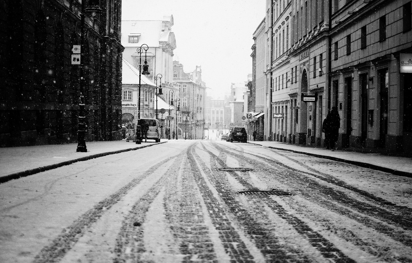 Photo wallpaper winter, road, snow, machine, traces, the city, people, street, building, home