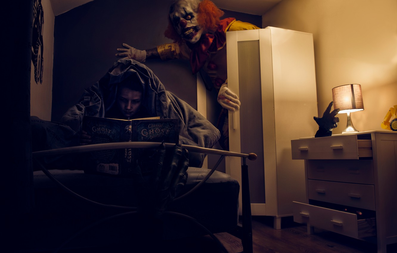 Photo wallpaper fear, room, boy, clown, book