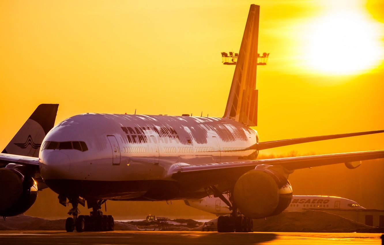 Photo wallpaper the sun, sunrise, morning, airport, Boeing, 300, Airlines, 777, Transaero, Transaero