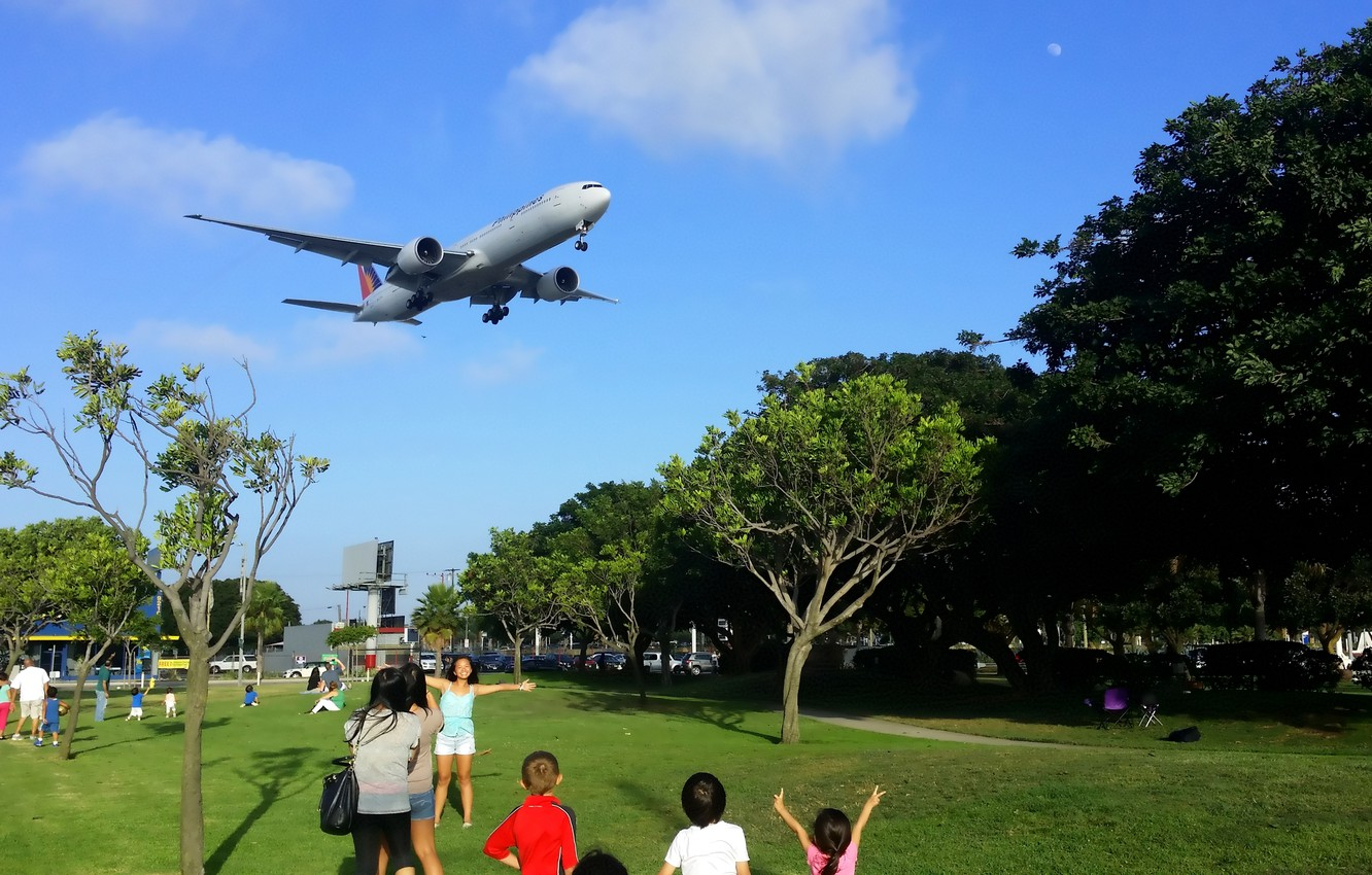 Photo wallpaper The sky, Clouds, Trees, Summer, People, Park, Boeing, Clouds, Sky, Boeing, Park, 300, Airlines, 777, ...