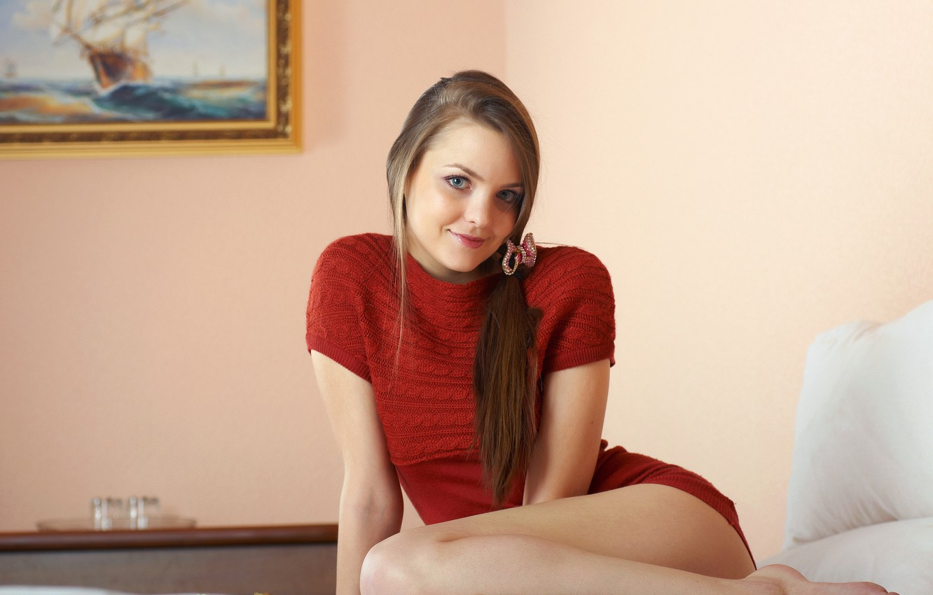 Photo wallpaper look, girl, smile, picture, pillow, brown hair, blouse, barrette, amelie