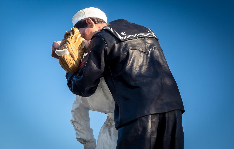 Photo wallpaper kiss, sailor, nurse, sculptures, seaman