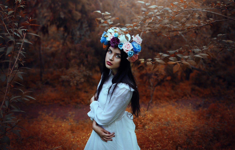 Photo wallpaper forest, look, flowers, mood, wreath