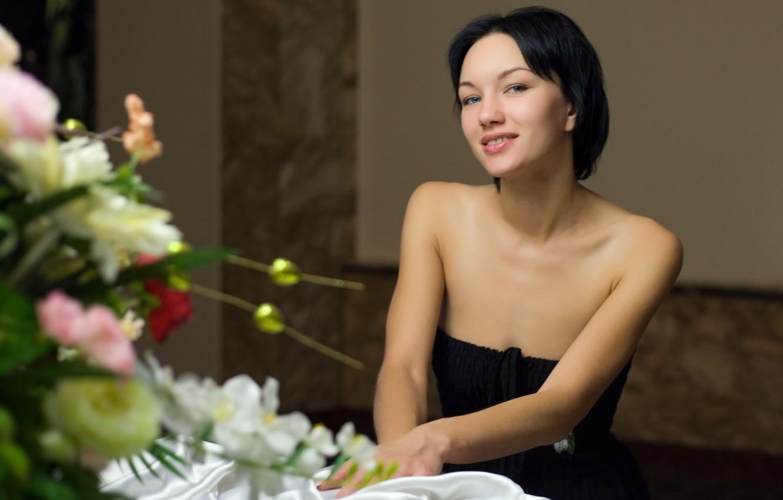 Photo wallpaper short hair, model, bouquet, Loreen A, evening dress, metart