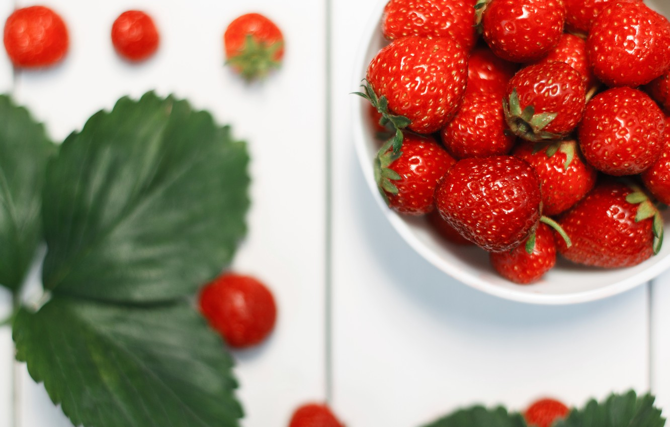 Photo wallpaper white, summer, leaves, macro, table, food, Strawberry, berry, red, vitamins, useful