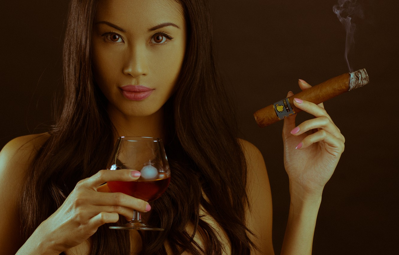 Photo wallpaper look, girl, face, background, smoke, glass, cigar, icicle