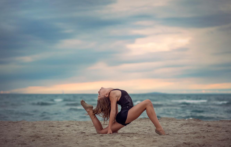 Photo wallpaper sand, grace, gymnast, Alyssa