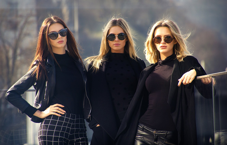 Photo wallpaper three girls, City Style, three models